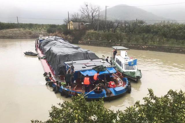 生死营救!长江太仓段一货船沉没 2名落水船员获救
