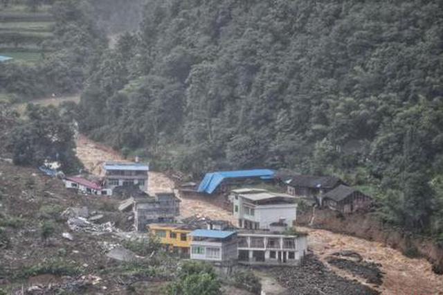 贵州松桃石板村发生山体滑坡 已转移安置156人救出6人