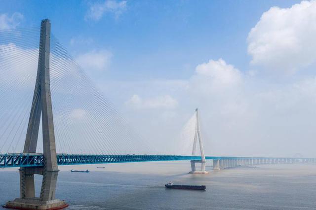 沪苏通大桥开通一周 日均流量达到3.4万辆