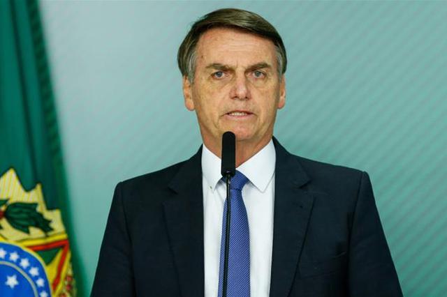 巴西总统患新冠惊人举动 面对记者摘下口罩或遭起诉