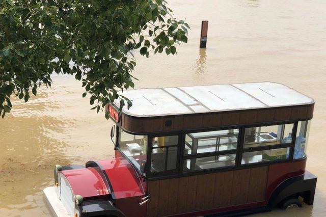江苏开展临水危险路段隐患治理 防范机动车坠河落水