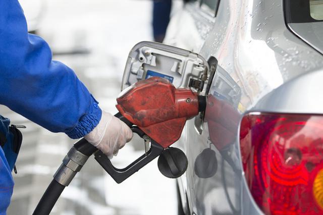 """油价料迎年内首次""""两连涨"""" 加满一箱油多花5元"""