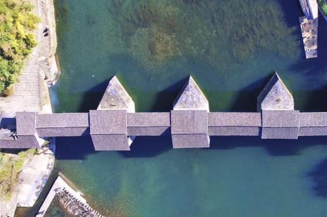 洪水致多地古桥被冲毁 文物局:古建也要有天气预报