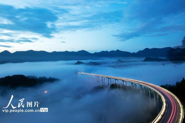"""重庆周家山大桥 再现""""仙境""""景象"""