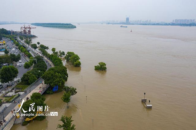长江南京站水位达9.69米 超警戒0.99米