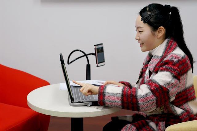 互联网公司纷纷开启校招 网课老师保底年薪50万引热议