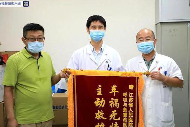 南京路边救助伤者的医生被找到 曾多次参与突发救人