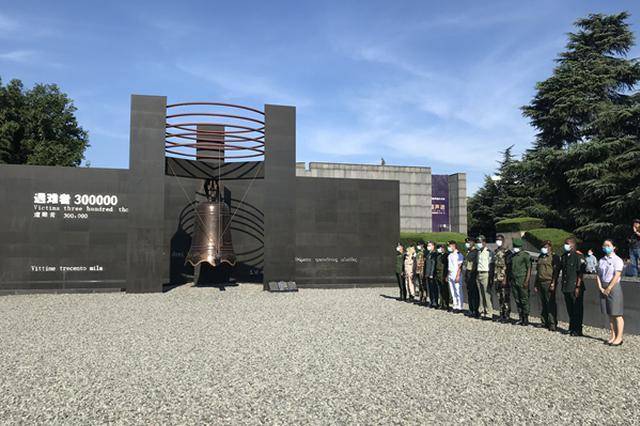铭记8.15!南京大屠杀遇难同胞纪念馆举行升旗撞钟仪式