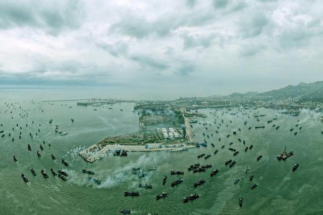 历经4个月休渔期 山东石岛渔港千帆竞技耕蓝海