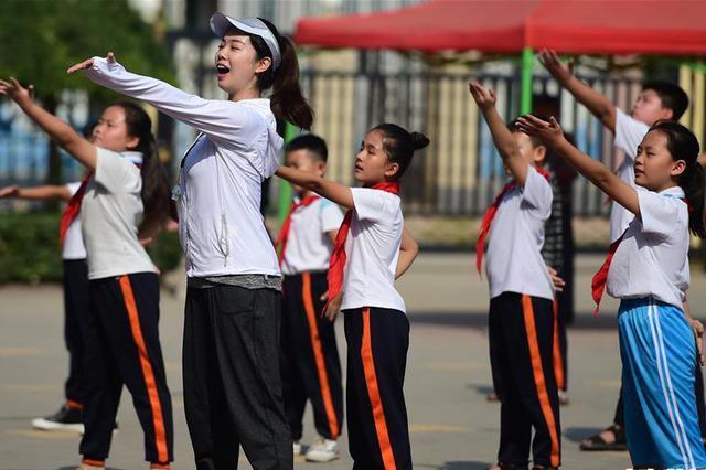 河北孟村:乡村小学迎来新老师