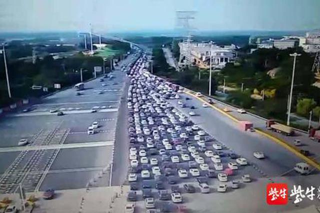 南京出城通道车辆积压 长江二桥单日流量峰值预计14万辆次