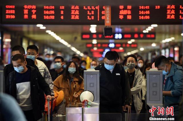 国庆中秋假期最后一日 多地迎返程客流高峰