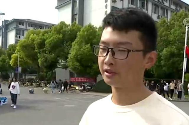 江苏:大一新生骑行三百公里到大学报到