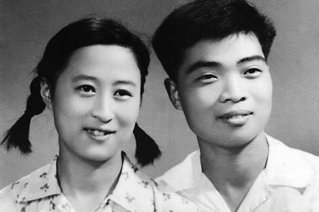 """爱人与她定下""""三年之约"""" 夫妻俩几十年的""""情书""""出版"""