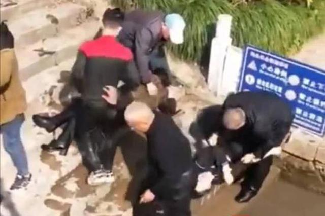 女儿轻生一家三口救人溺水命悬一线 泰州73岁老人跳河救人