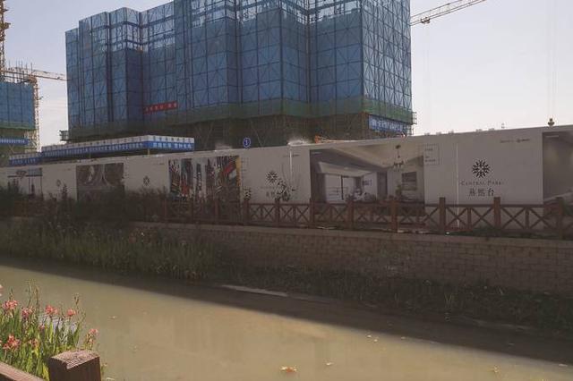 一工地涉嫌将泥浆水偷排河中 施工单位被要求停工整改