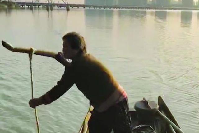 没啥怕的!男子凌晨落水 江苏79岁阿婆摇船救人 此前曾救3人