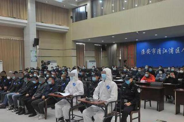 """淮安一驾校教练用无人机""""指挥""""200余名学员科目二考试作弊"""