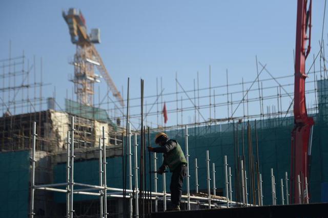 雄安新区—300个工地塔吊林立 10万名建设者热火朝天