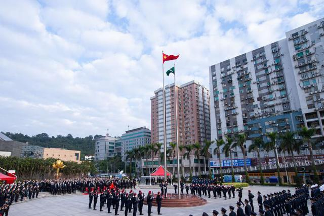 澳门举行升旗仪式 庆祝澳门回归祖国21周年