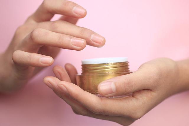 化妆品备案需提供产品配方 国家药监局:涉及商业秘密的不会公
