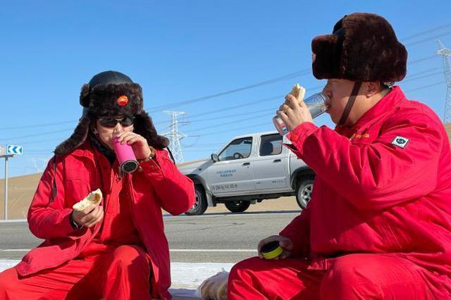 守护天然气管道的青海油田人:两日往返500多公里