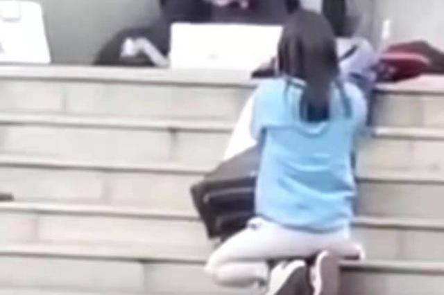 """昆明劫持人质事件后学校安排心理疏导 蓝衣女记者称""""我很好"""""""