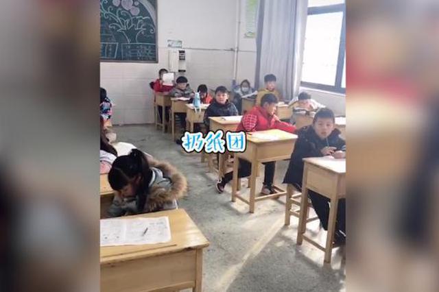 老师实拍一年级考试交卷前5分钟,网友:太真实了