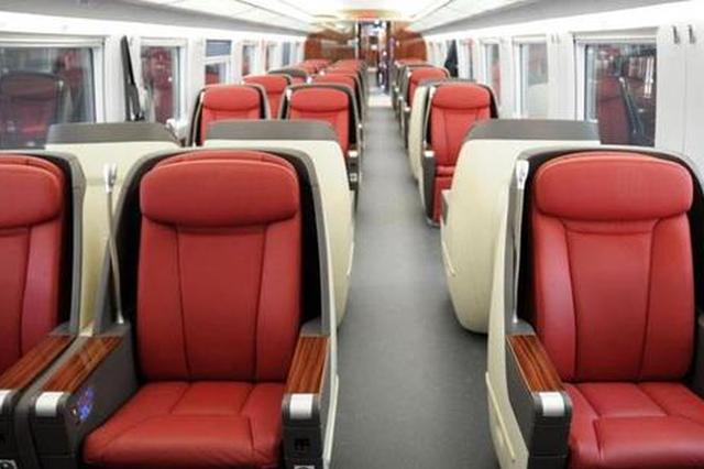 春运中的高铁乘务员 每日走两万多步