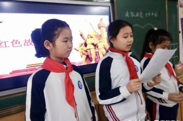 """山西太原教师扮""""福牛""""迎小学生开学"""