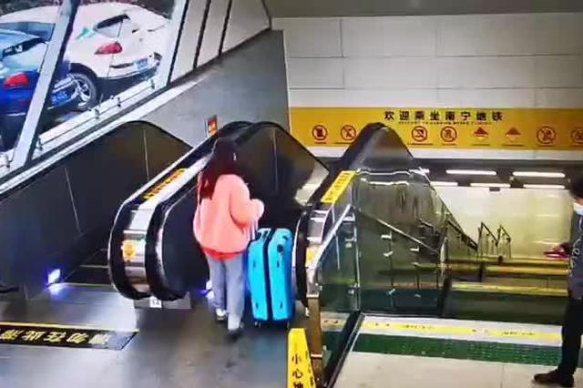 南京地铁通报一号线一列空载检查列车车厢掉道,无人伤亡
