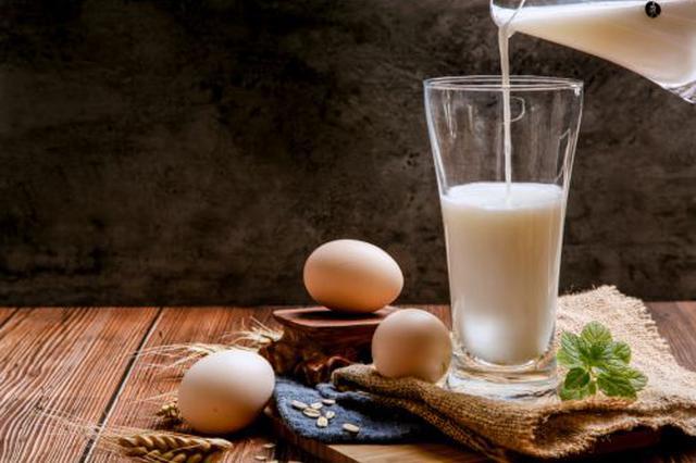 消费者称网购蒙牛牛奶有白色沉淀物 蒙牛:会尽快检测