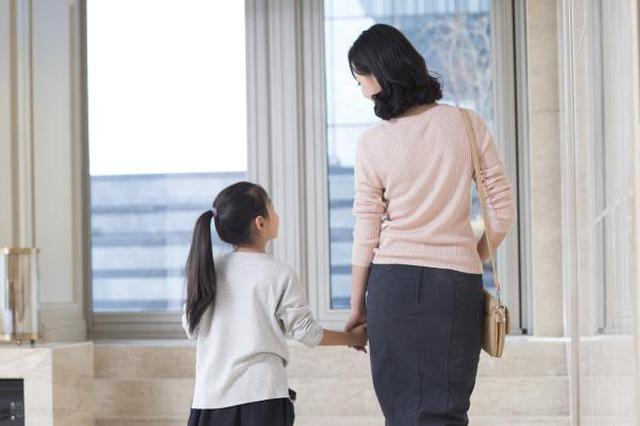 当代职场妈妈生活图鉴:女性每日无酬劳动时间约男性2.5倍