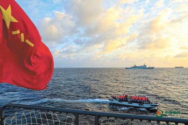 南部战区海军某基地组织海上医疗救护训练影像