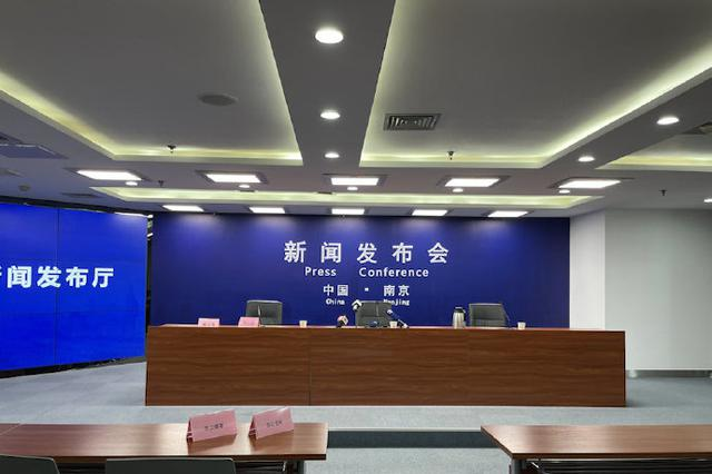 南京官方通报男子驾车撞人并持刀捅人案