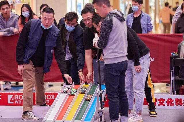 现实版南京四驱兄弟 老男孩痴迷儿时玩具走进国际赛场