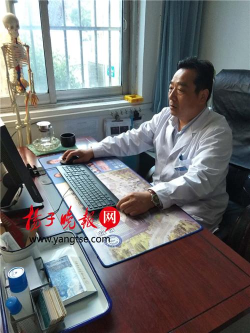 工作中的陈医生,图片由梁集卫生院提供