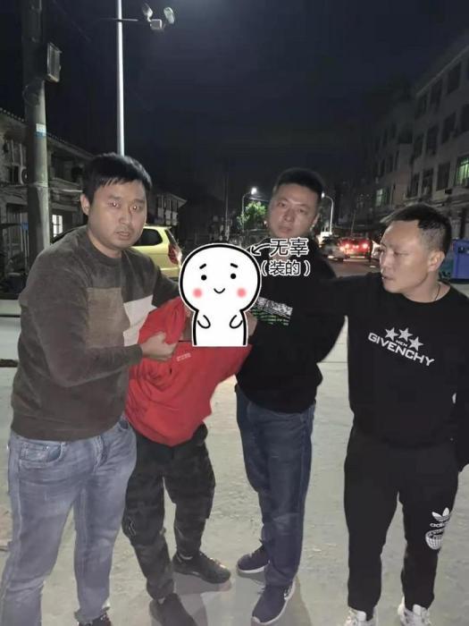 男子持玩具枪蒙面抢劫保时捷 已被刑事拘留