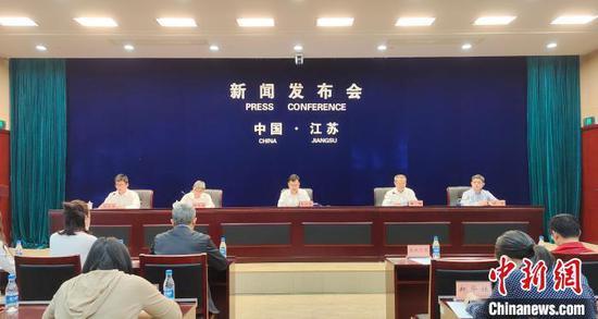 江苏省第七次全国人口普查主要数据结果新闻发布会现场。 张传明 摄