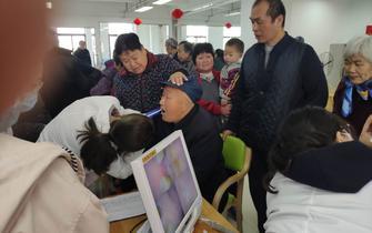 薛家镇慈善超市联合谐禾齿科开展义诊活动