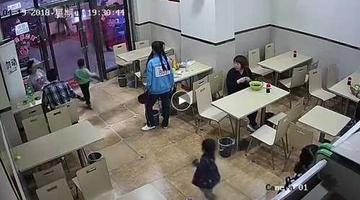 孕妇故意绊倒4岁男童致入院