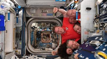 俄罗斯太空船现破洞 疑人为挖出