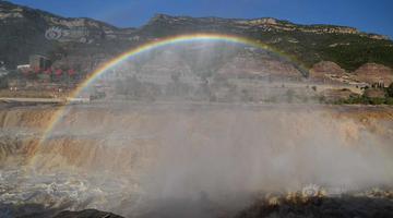 山西黄河壶口瀑布现彩虹门景观