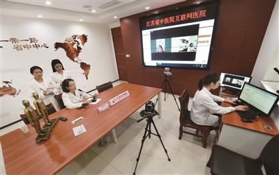 互联网医院提供网上预约、名医诊疗,在线付费、检查报告查询等服务。 新华报业视觉中心记者 乐涛 摄