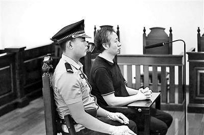 男子倒卖假茅台出庭受审