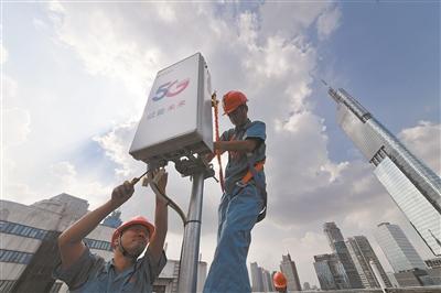 图为5G基站建设 新华报业视觉中心记者 余 萍摄
