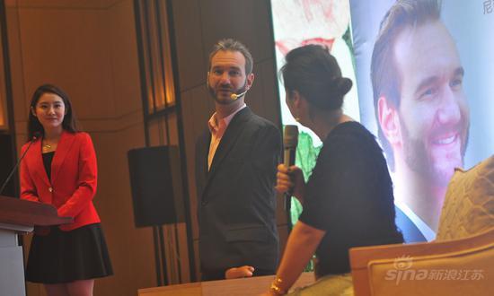 尼克•胡哲首访南京:无手无脚 在爱中创造励志人生