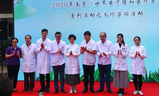 袁玲、周宁、周明飞、周智、沙慧子、方拥军等安宁疗护护理专家助力启动仪式,并为患者义诊。