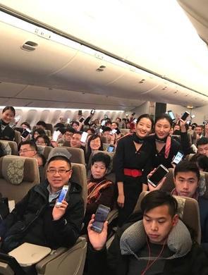 刚过零点,飞机乘客集体开手机