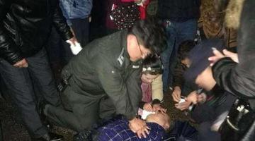 南京一老人突发心脏病晕倒在地